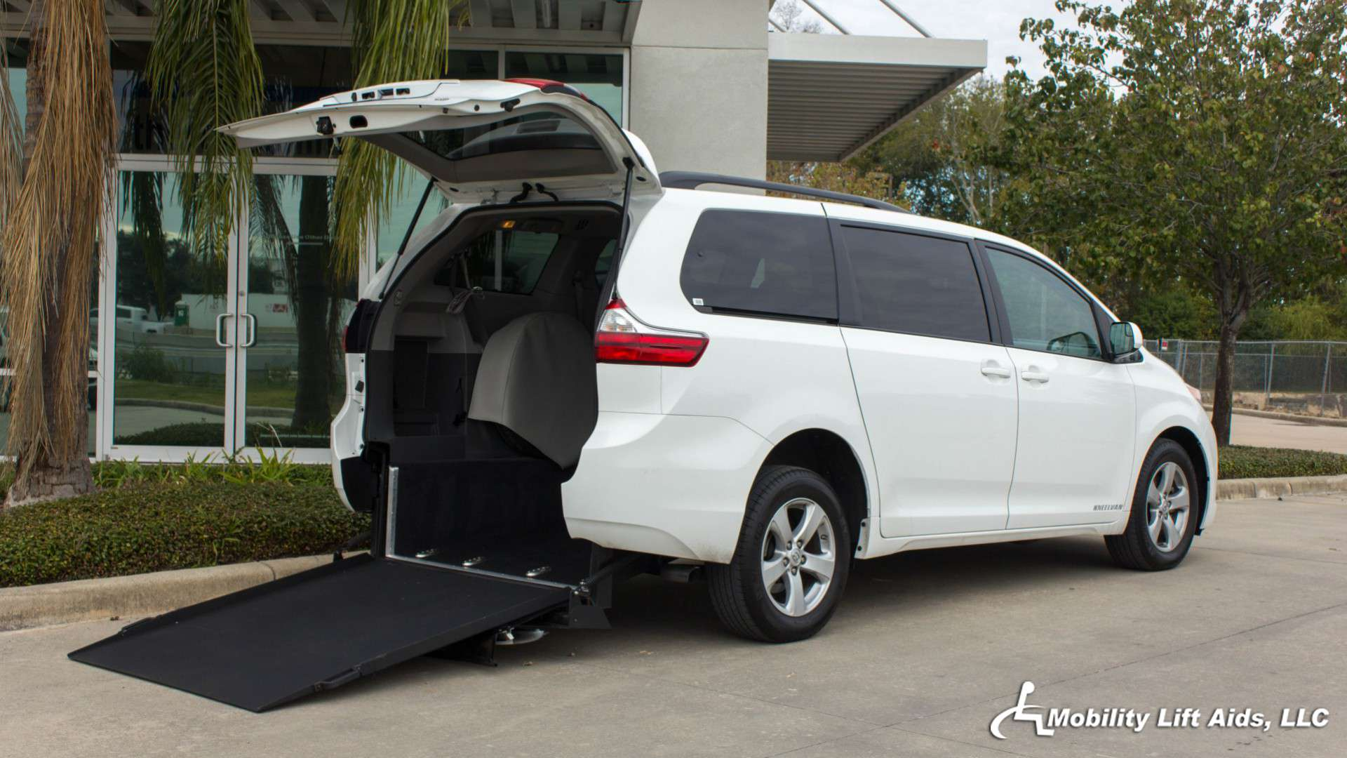 wheelchair van for sale 2016 toyota sienna stock 1023. Black Bedroom Furniture Sets. Home Design Ideas