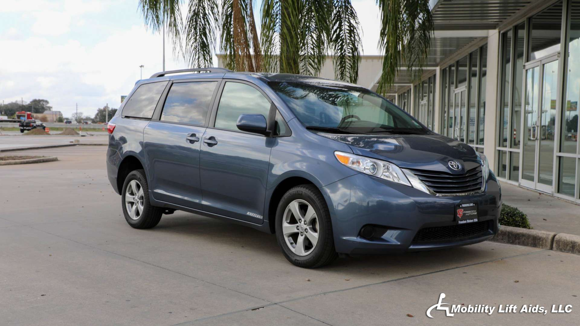 Wheelchair van for sale 2015 toyota sienna stock 1024 mobility lift aids llc