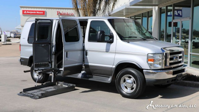 2008 Ford Econoline Wagon  Wheelchair Van For Sale