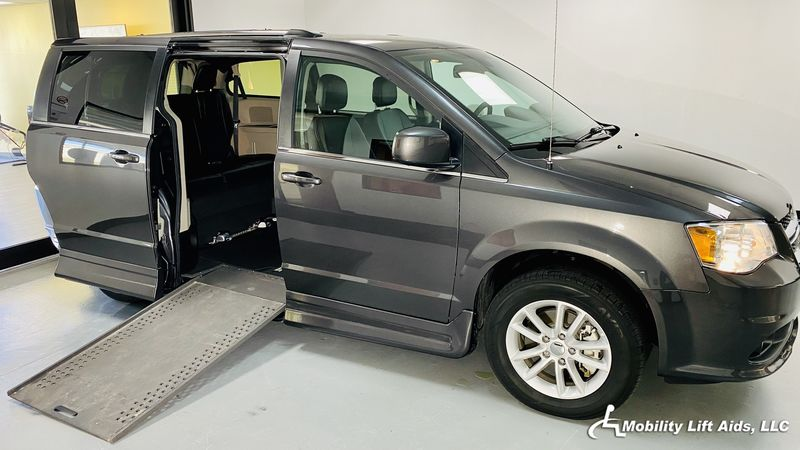 2018 Dodge Grand Caravan undefined Wheelchair Van For Sale