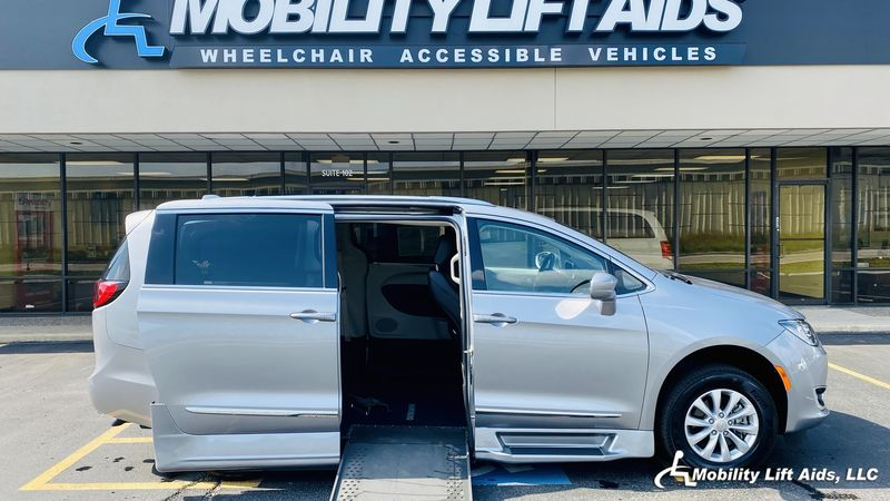 2018 Chrysler Pacifica undefined Wheelchair Van For Sale