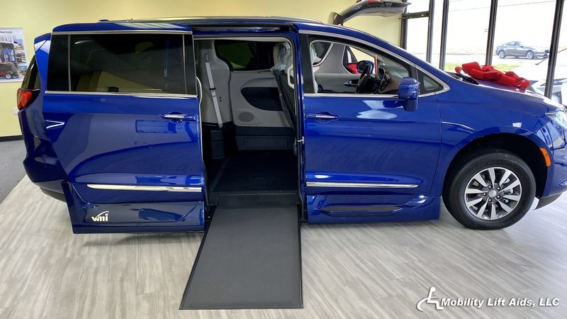 2020 Chrysler Pacifica undefined Wheelchair Van For Sale