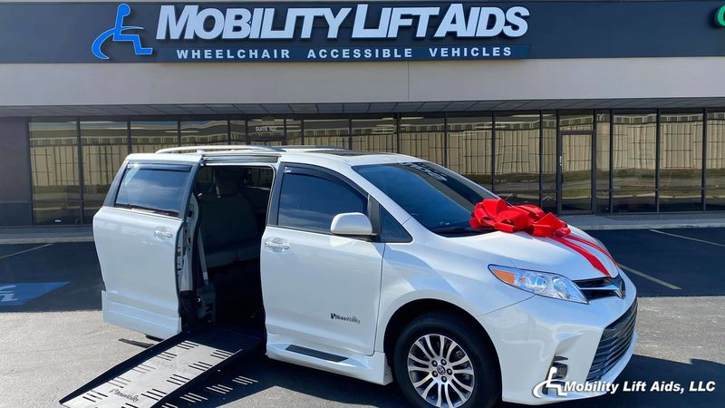 2018 Toyota Sienna undefined Wheelchair Van For Sale