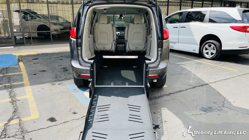 2018 Chrysler Pacifica Hybrid  Wheelchair Van For Sale