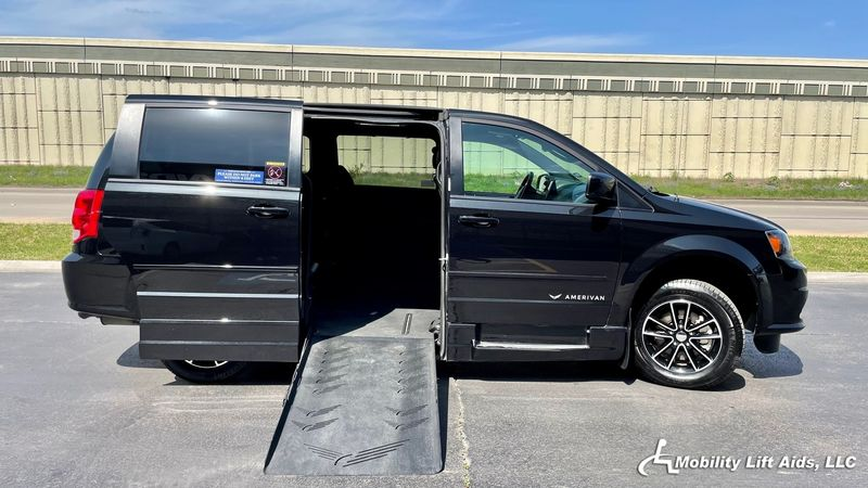 2017 Dodge Grand Caravan Revability DODGE GRAND CARAVAN ADVANTAGE SE Wheelchair Van For Sale